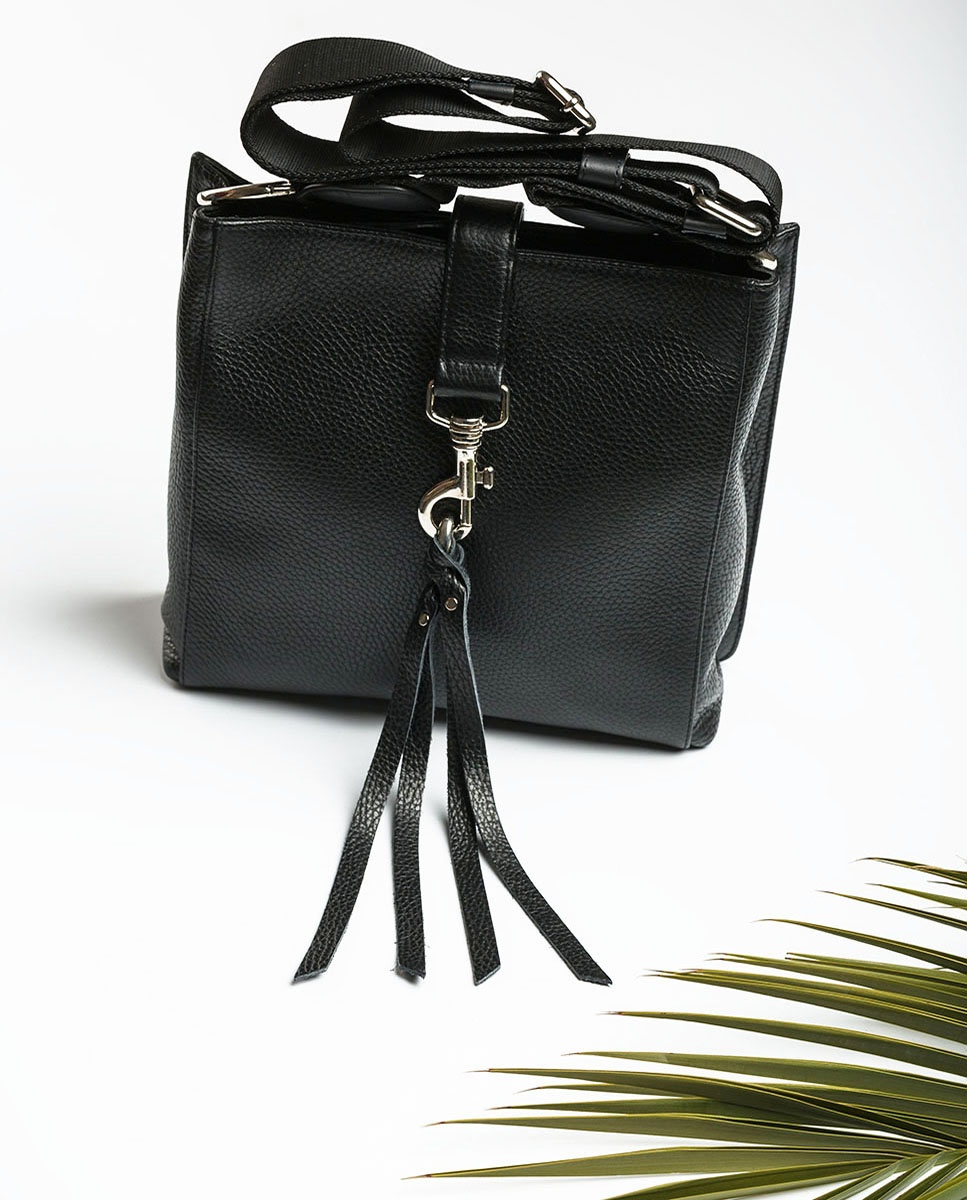 UNISA Umhängetasche aus schwarzem Leder mit Karabinerhaken ZMOLAS_MM black 5