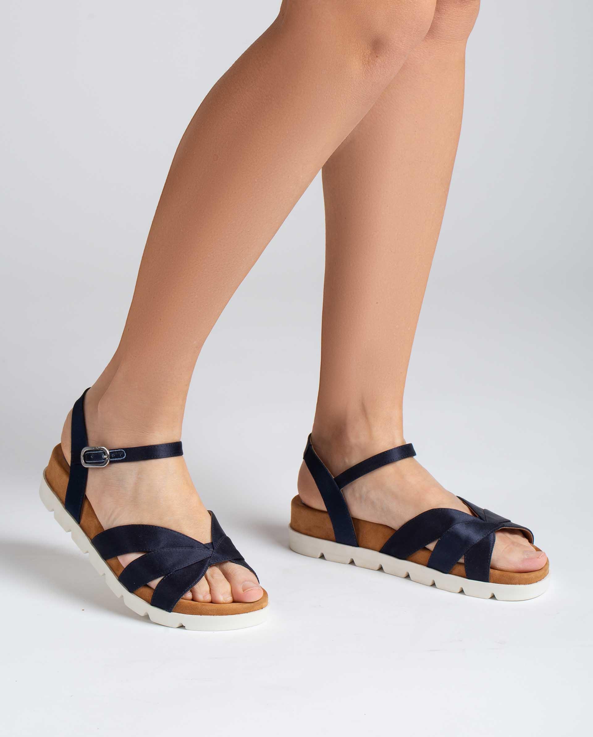 UNISA Flache Sandalen aus glänzendem Leder mit Sportsohle CEDILLO_RA 5