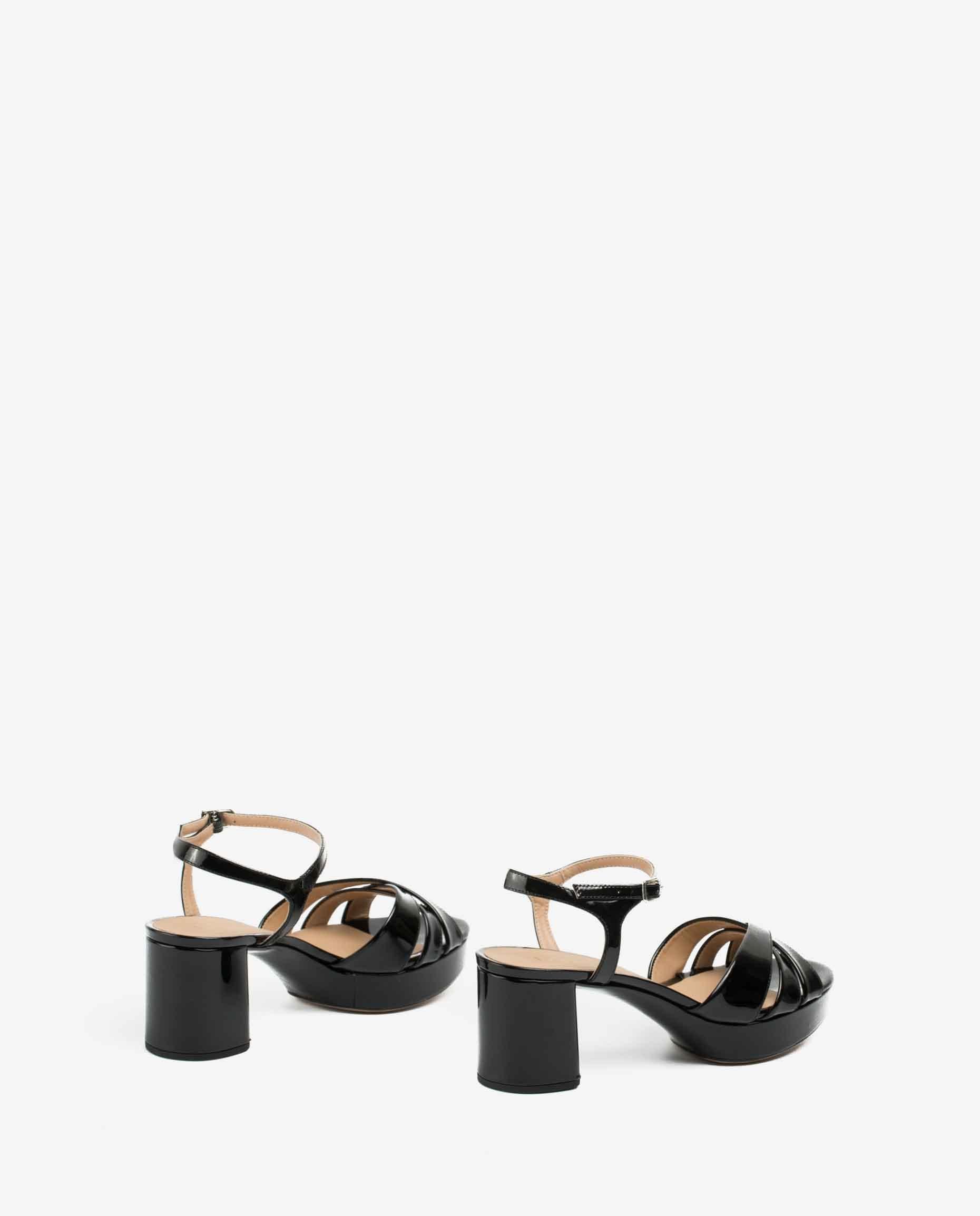 UNISA Schwarze Sandaletten mit überkreuzten Riemen und Plateausohle NETA_PA black 5