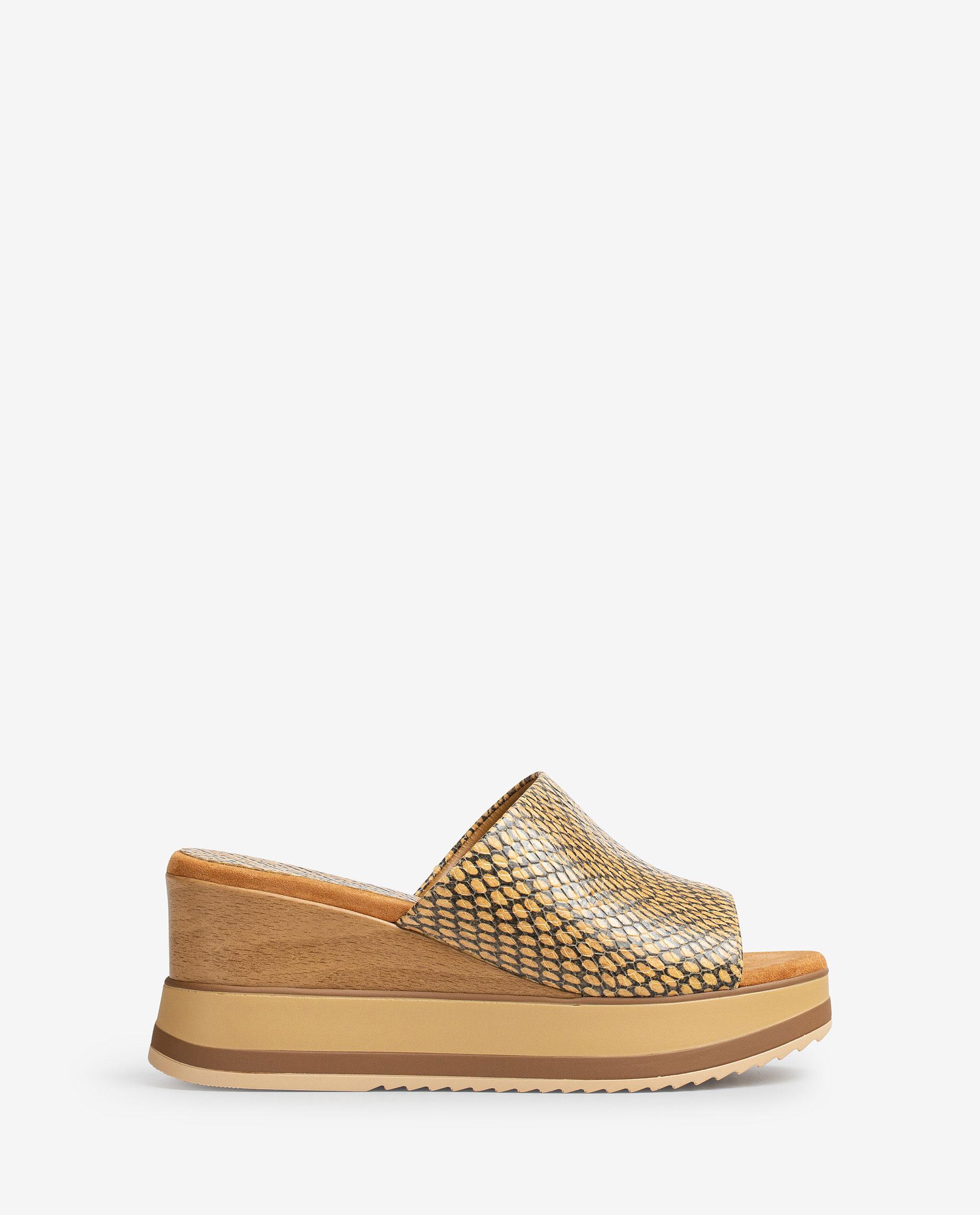 UNISA Sandalen mit Keilsohle in Holz-Optik und Sportsohle. KALANI_MA 5