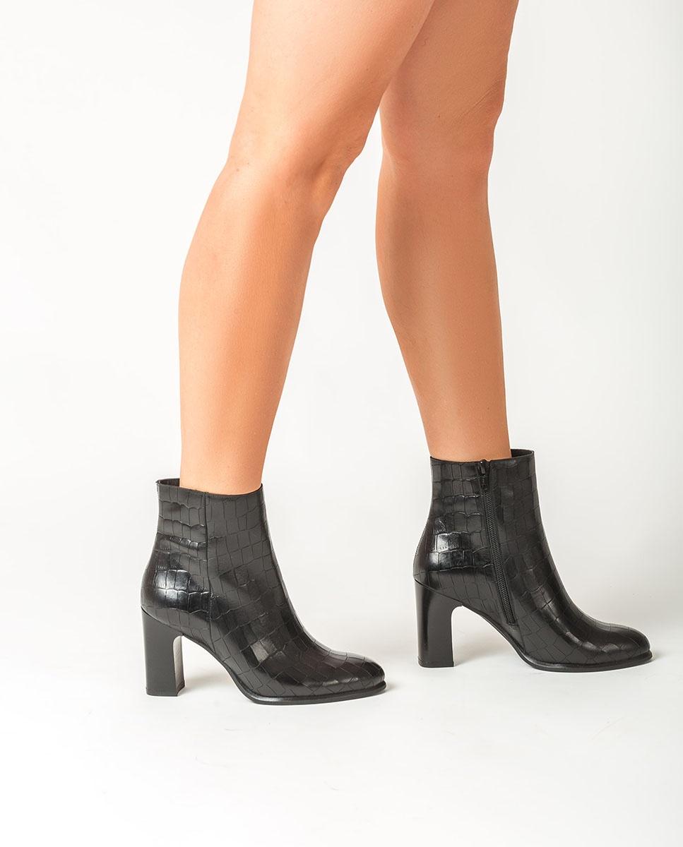 UNISA Black leather ankle boots UGO_F20_MAL black 2