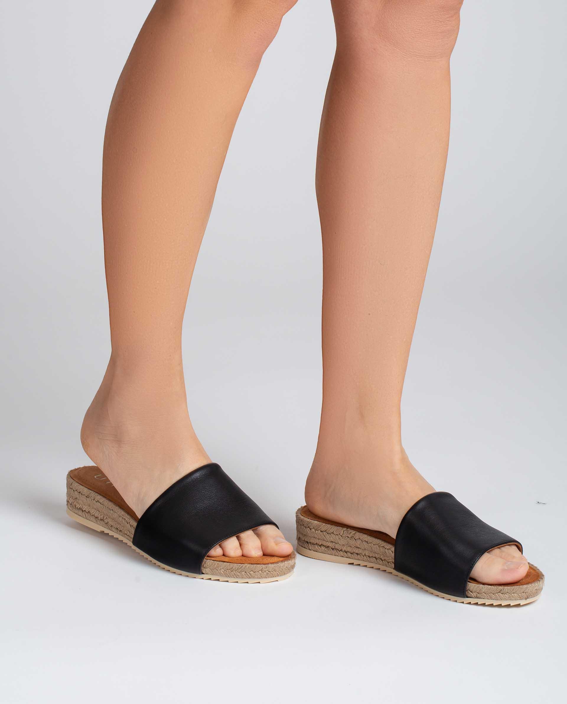 UNISA Thong type leather sandals BATZANSIN_CRE 2