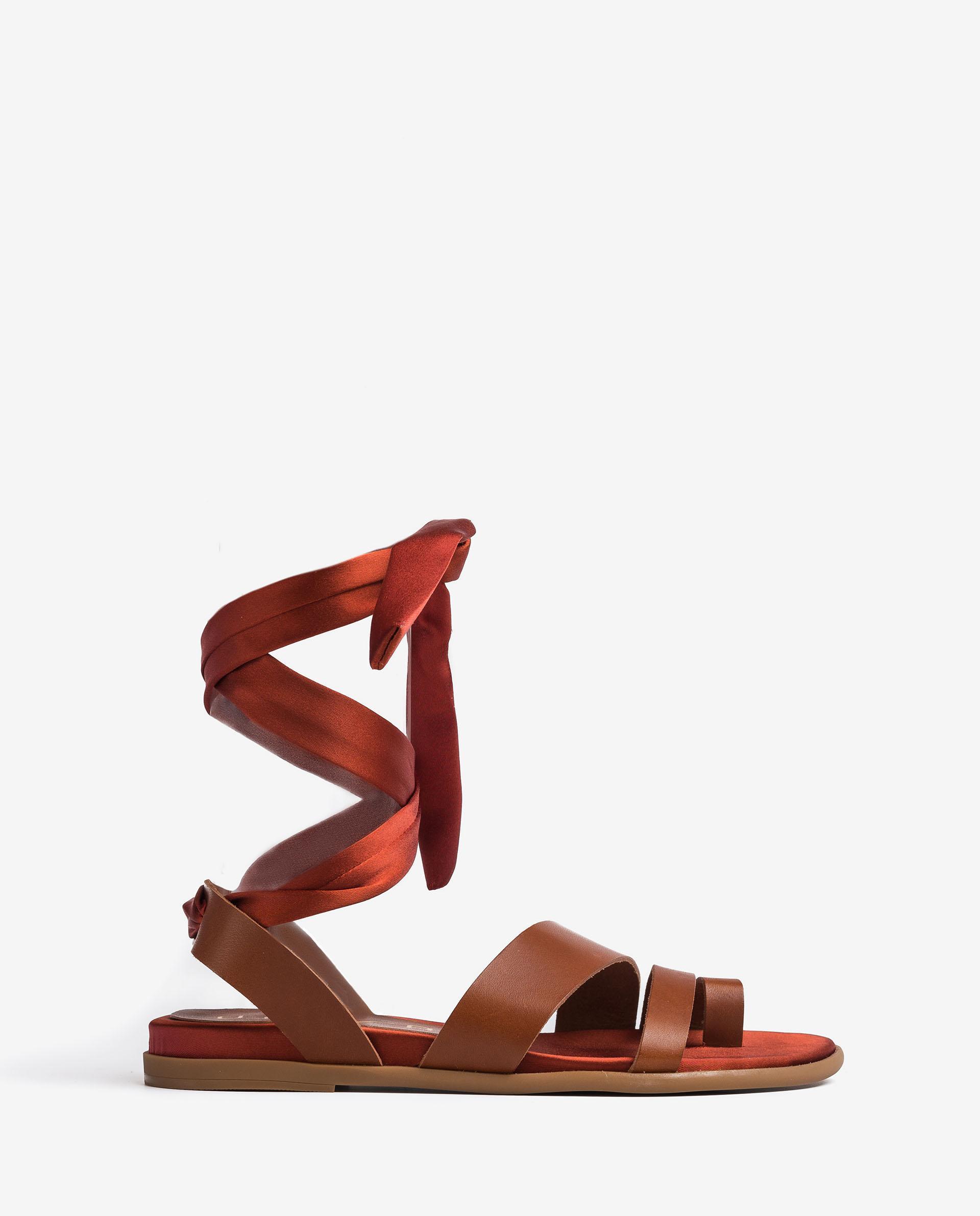 UNISA Sandalia plana con lazada al tobillo CARAVI_RAN