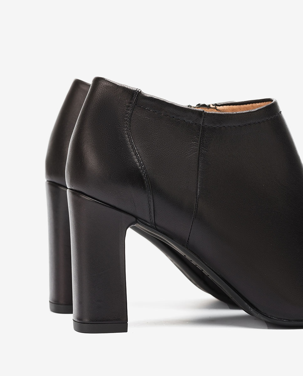 UNISA Heeled black leather shooties UCHI_F20_VU black 2