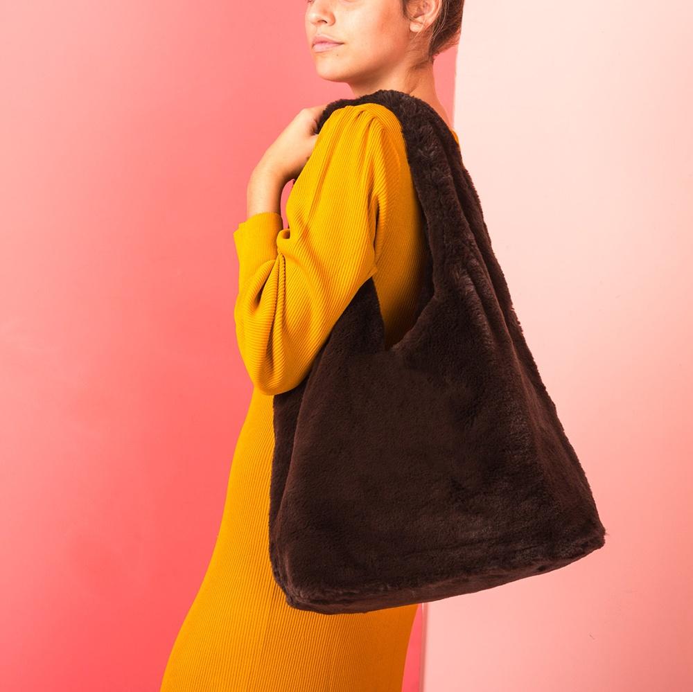 UNISA Tote bag with fur ZISNOW_F19_VOL livanto 2