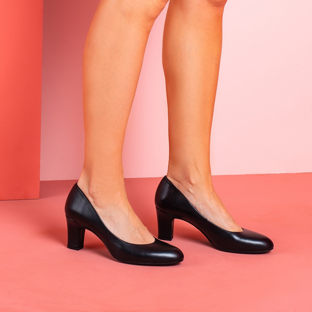 UNISA Round toe black pumps MARIS_NA black 2