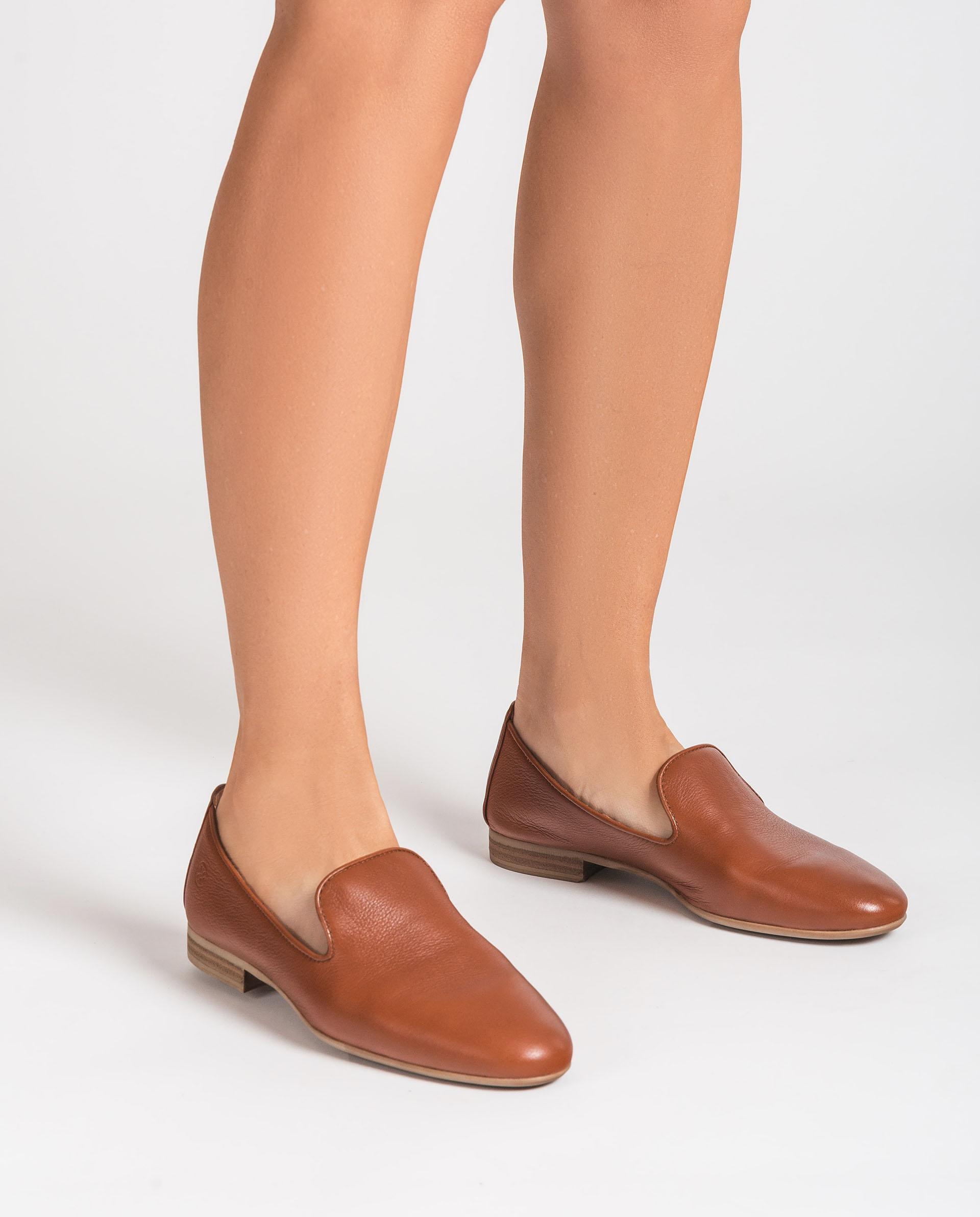 UNISA Slippers de piel con detalle de monograma DAYA_CRE