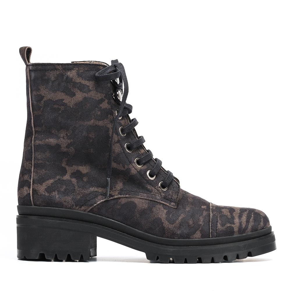 Military booties in animal print IBA_JA