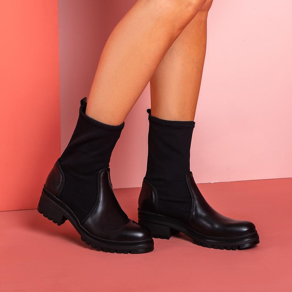 Black booties elastic shaft