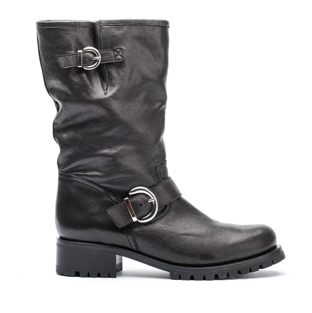 Boots black woman winter
