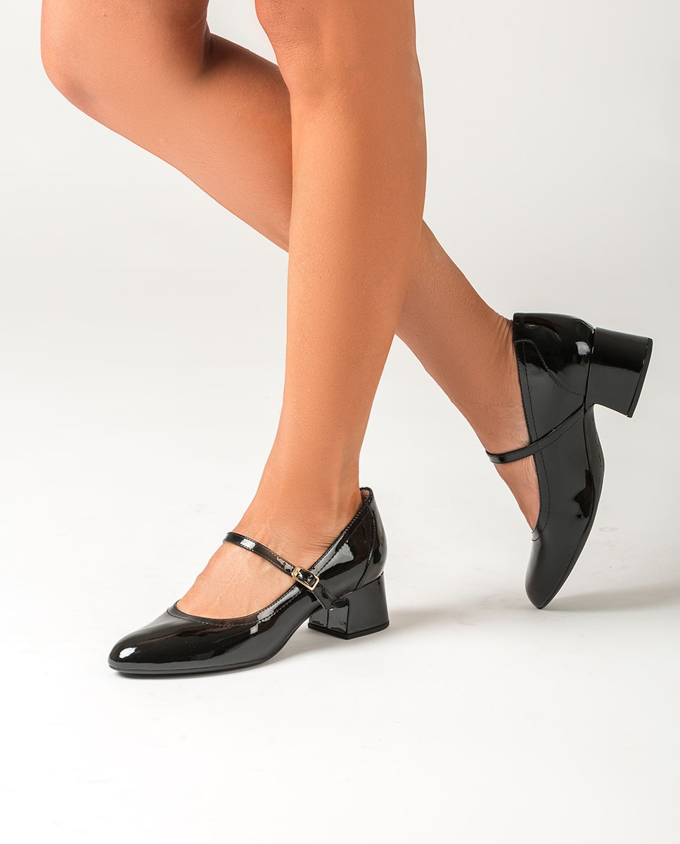 Black patent leather Mary Jane shoes