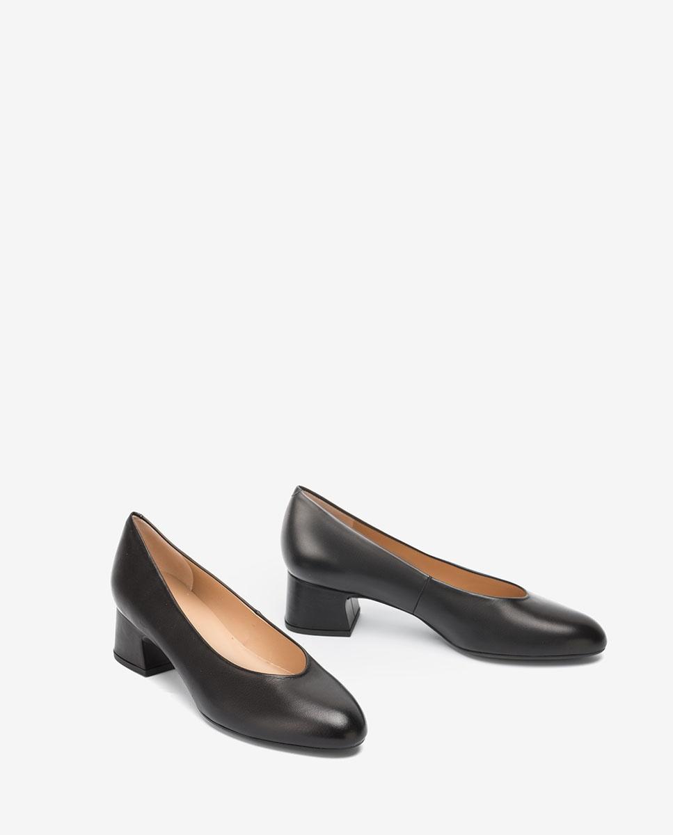 Black pumps low heels LOREAL_F20_NA