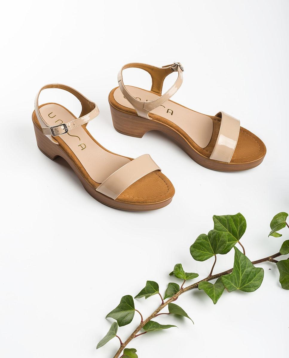Patent leather block sandals