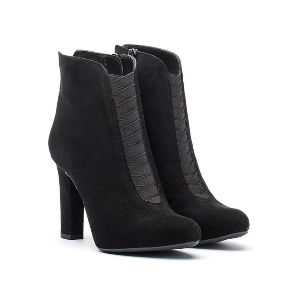 Booties Pansi_KS_Black woman winter